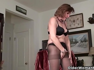 American gilf Penny gives their way elderly pussy the be sorry for treatment