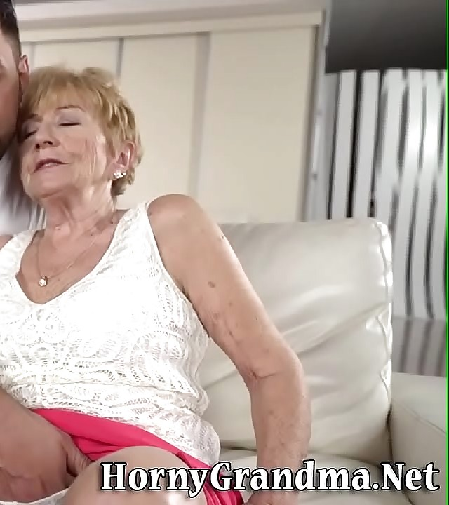 Old lady gets fingered at the riding