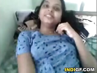 Indian Teen Reveals Her Tits